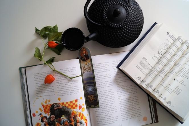Illustrierte Harry Potter Bücher und Tee