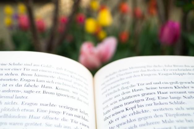 Buchseite mit Tulpen