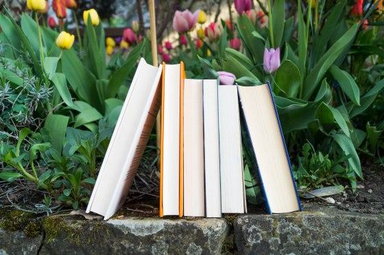 Bücher mit Blumen