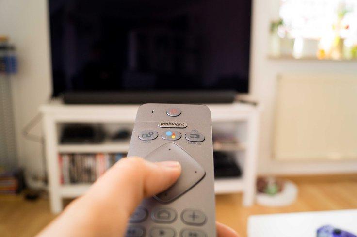 Fernbedienung und Fernseher