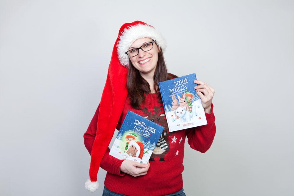 """Jasmin Zipperling mit ihren Büchern """"Himmeldonnerglöckchen!"""" und """"Zickiger Zuckerguss!"""". Bild von Sarah Schovenberg."""